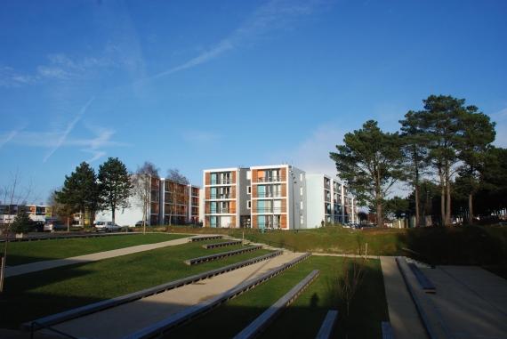 Lieu : Saint Brieuc (22) Maîtrise d'ouvrage : Terre et Baie Habitat (22) BET : ARMOR-INGENIERIE Surfaces : 31 000 m2 SHON Coût : 8 900 000 € HT Calendrier : 2012 Crédit photo : AD&A